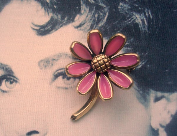 Trifari Signed 1950's Alfred Phillipe Pink Poured Glass Daisy Brooch