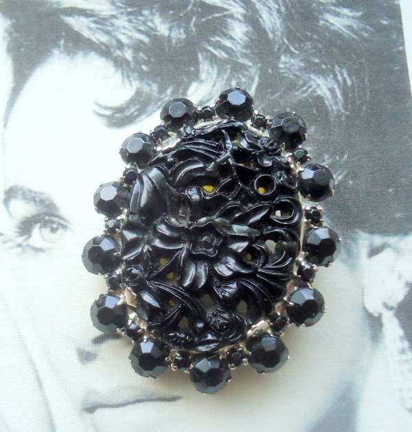 DeLizza and Elster a/k/a Juliana Carved Black Art Glass Oriental Theme Brooch Pendant Book Piece RARE Color
