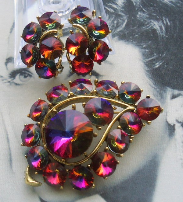 Unsigned Beauties. Open Back Red Volcano Rivoli Art Glass Brooch and Earring Demi Parure