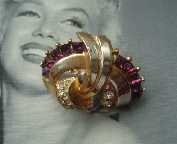 Coro Unsigned Early 1940's Amethyst Brooch