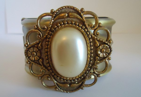 Victorian Style Vintage Faux Pearl Wide Clamper Bracelet
