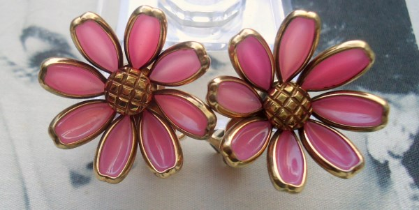 Trifari Signed 1950's Alfred Phillipe Pink Poured Glass Daisy Earrings