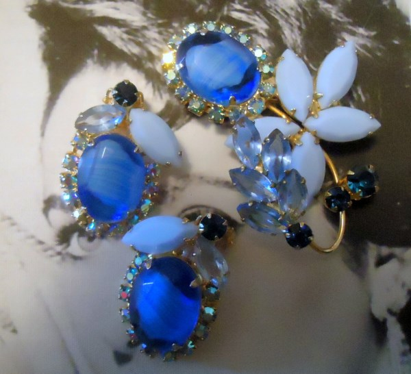 DeLizza and Elster a/k/a Juliana Tiered Blue Striped Stone (Givre) Brooch and Earring Demi Parure VERY RARE