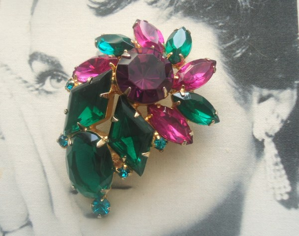 DeLizza and Elster a/k/a Juliana Kite and Oval Glass Stone Brooch VERY UNUSUAL