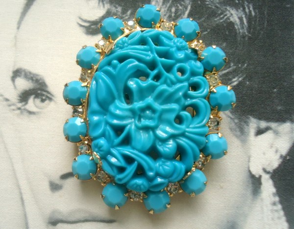 DeLizza and Elster a/k/a Juliana Turquoise Carved Art Glass Cabochon Oriental Theme Brooch Pendant