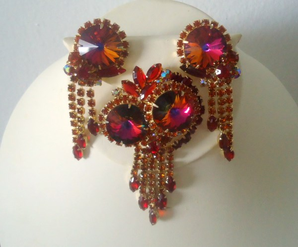 DeLizza and Elster a/k/a Juliana Rainbow Red Rivoli Dangle Tiered Brooch Pendant and Earring Demi Parure HARD TO FIND