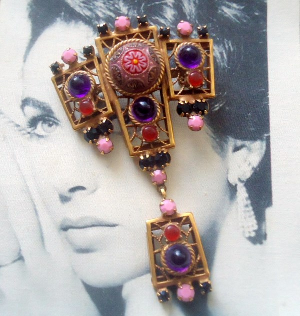 DeLizza and Elster a/k/a Juliana Moroccan Matrix Amethyst and Ruby Cabochon Dangle Brooch Pendant
