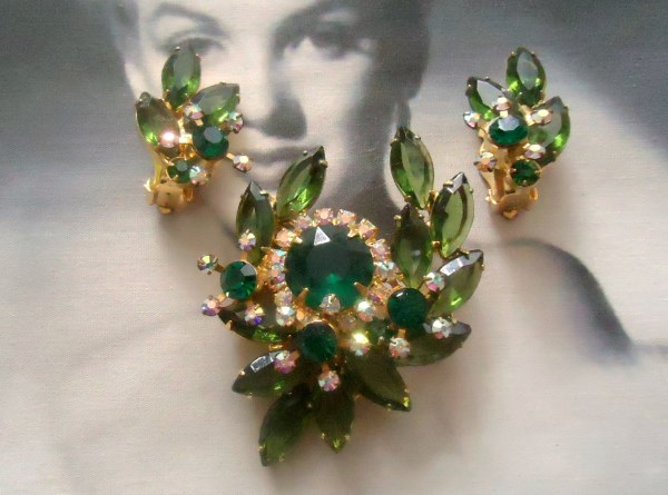 DeLizza and Elster a/k/a Juliana Dimensional Wreath Horse Shoe Emerald and Olivine Green Brooch and Climber Earring Demi Parure