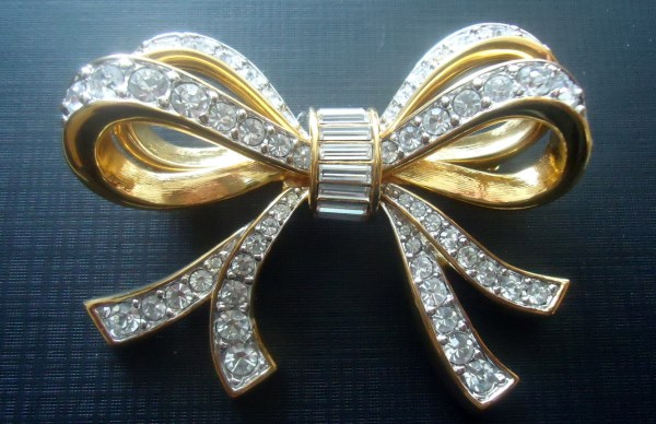 Swarovski Swan Signed Large Dimensional Bow Brooch RETIRED Huge and stunning. Timeless.