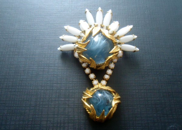 DeLizza and Elster a/k/a Juliana Flawed Glass Steel Blue Cabochons and Venus Flames Metal Leaf Accents Dangle Brooch RARE Verified