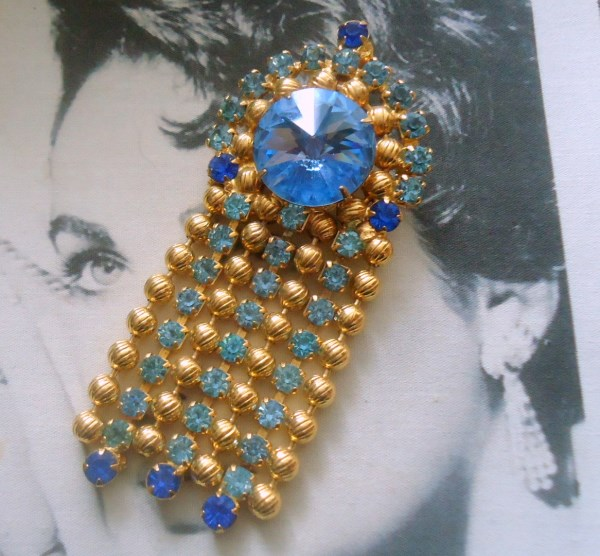 DeLizza and Elster a/k/a Juliana Blue Rivoli and Etched Ball Chain Dangle Brooch Pendant HARD TO FIND
