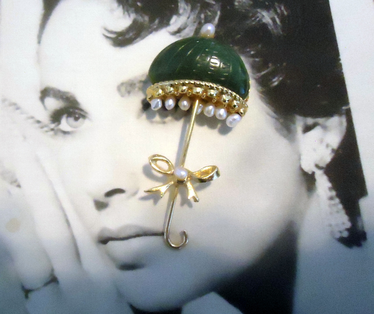 Swoboda Signed Genuine Jade Freshwater Pearl and Cultured Pearl Parasol Umbrella Figural Brooch VERY RARE