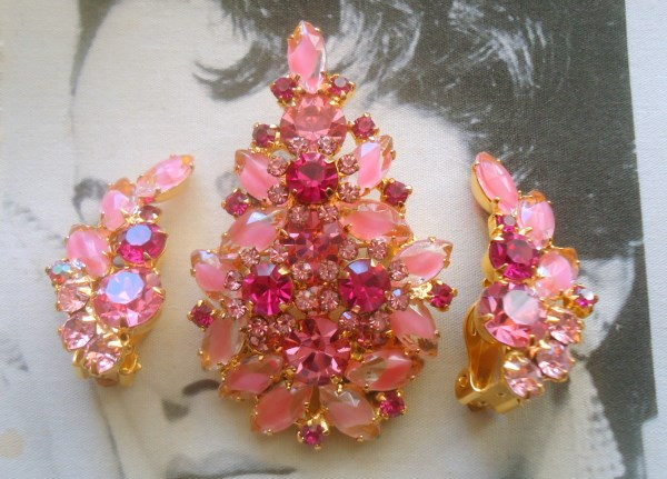 DeLizza and Elster a/k/a Juliana Pink Givre Art Glass Dimensional Brooch Pendant and Climber Earrings Demi Parure