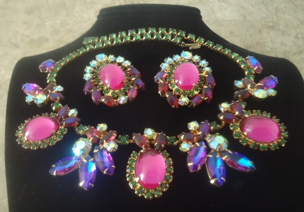 DeLizza and Elster a/k/a Juliana Fuchsia Pink Domed Glass Cabochon Heliotrope Navette Siam Aurora Borealis Necklace & Earrings VERYRARE