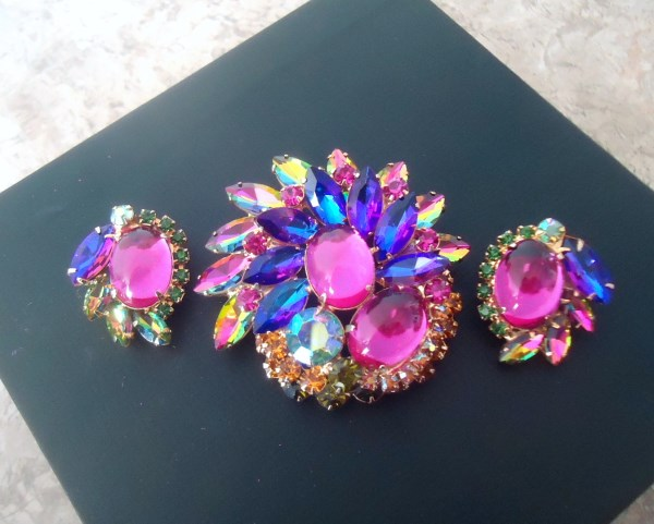 DeLizza and Elster a/k/a Juliana Pink Domed Glass Cabochon Vitrail and Purple/Blue Heliotrope Tiered Brooch and Earring Demi Parure