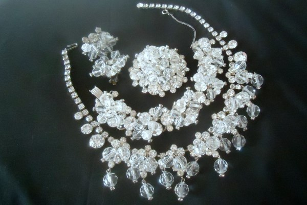 DeLizza and Elster a/k/a Juliana Ice Rhinestone and Cha Cha Dangle Bead Necklace, Bracelet, Brooch and Earring Grand Parure